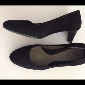 Sofft black suede shoes 7 EUC slip-on pumps